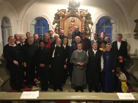 (Foto: Andreas Straub): Zum Tag des gottgeweihten Lebens trafen sich rund 30 Ordensleute, Priester und Diakone in Mindelheim.