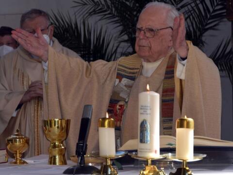 Ein Seelenhirte für alle Generationen - Geistlicher Rat Helmut Bullinger