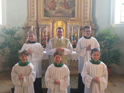Aufnahme der neuen Ministranten in St. Martin, Baindlkirch
