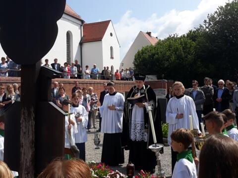 Gedenken am Priestergrab