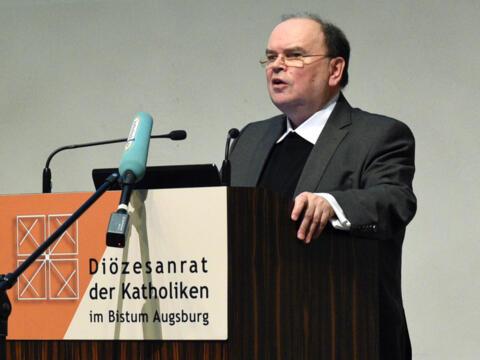 Prälat Dr. Bertram Meier, stv. Generalvikar, berichtet. (Foto: Simone Zwikirsch / pba)