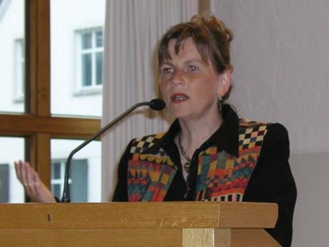 """Die Referentin, Prof. Dr. Gerda Riedl von der Universität Augsburg, versteht das Fegefeuer als """"Wartezimmer zum Himmel""""."""