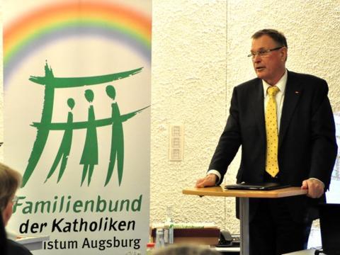 Bundestagsvizepräsident Johannes Singhammer spricht beim Familienbund Augsburg