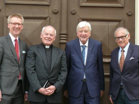 V.l.n.r.: Dr. Stefan Raueiser, Weihbischof Dr. Anton Losinger, Prof. Dr. Hans Maier und Robert Antretter; Foto: © Schwäbisches Bildungszentrum Irsee