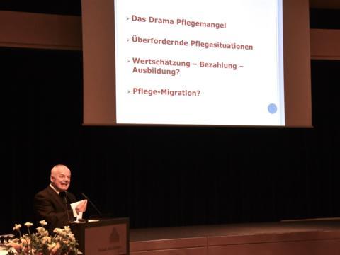 Weihbischof Losinger beim Festvortrag; Foto: Katholisches Büro Niedersachsen