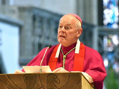 Predigt bei der Karfreitagsliturgie im Dom. (Foto: Nicolas Schnall / pba)