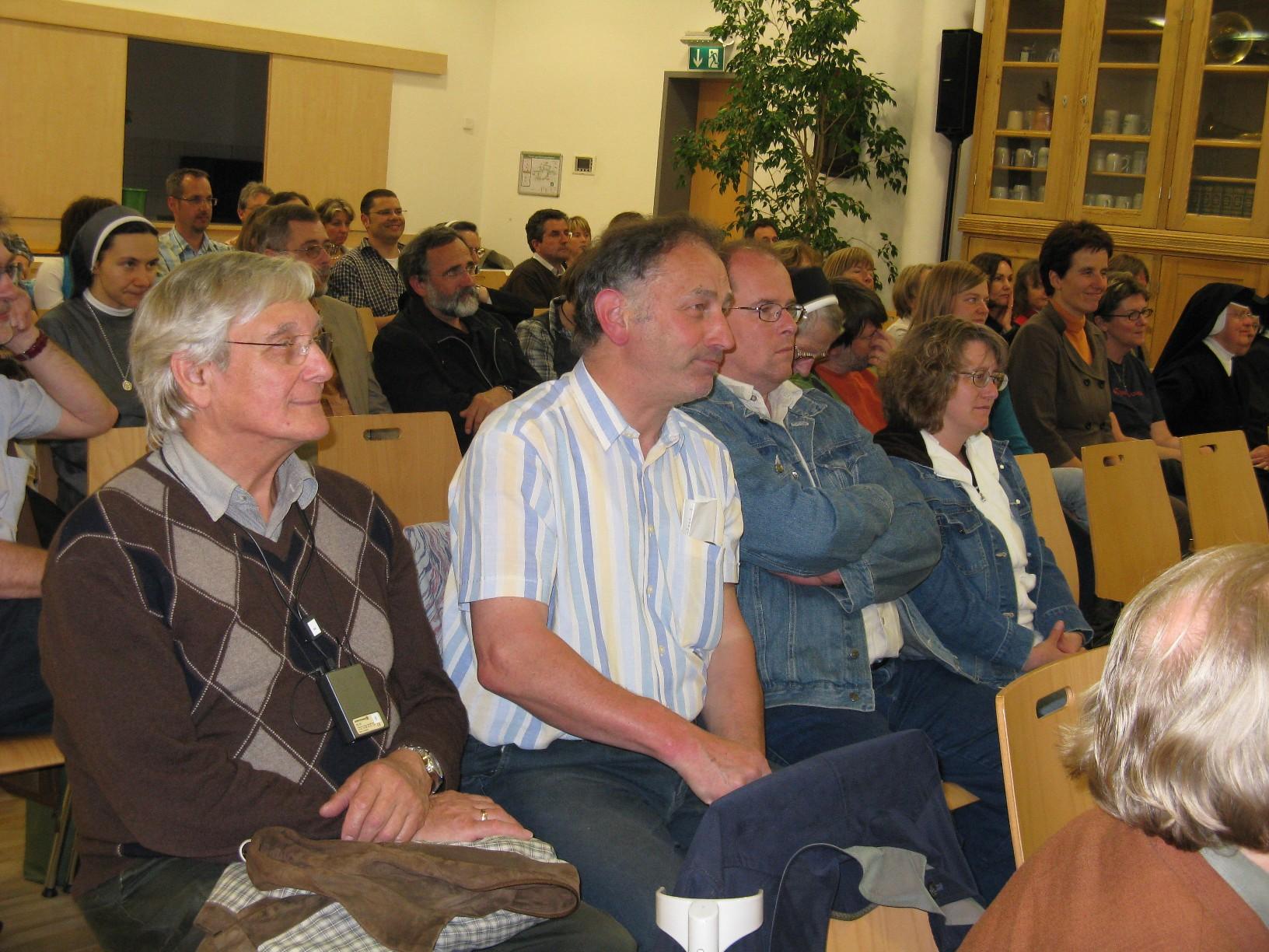 Zuhörerinnen und Zuhörer