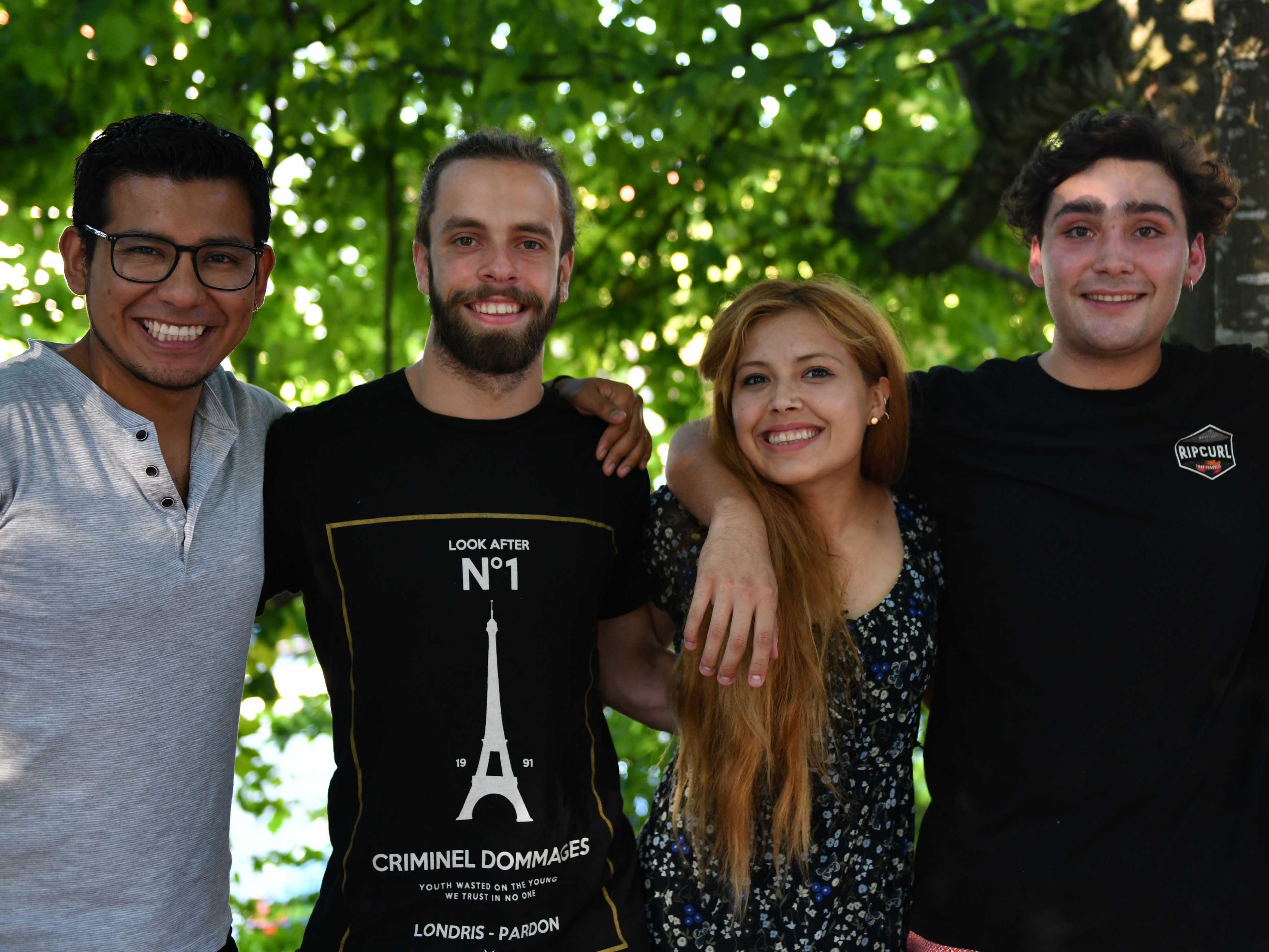 Bilden eine Wohngemeinschaft (von links): Joshua Chipana, Benjamín Carvajal, Paulina Candia und Fidel Donoso. (Foto: Julian Schmidt / pba)