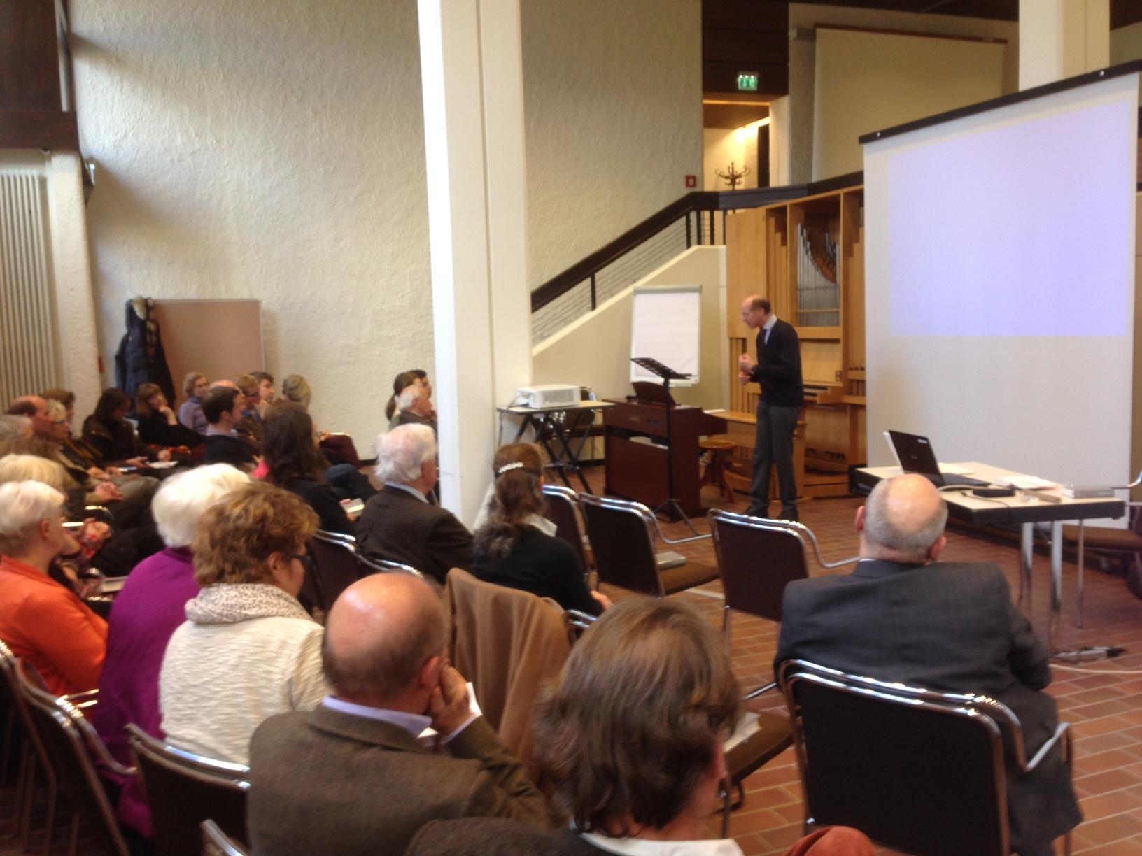 Prof. Dr. Markus Eham bei seinem Referat zur Konzeption des neuen Gotteslob