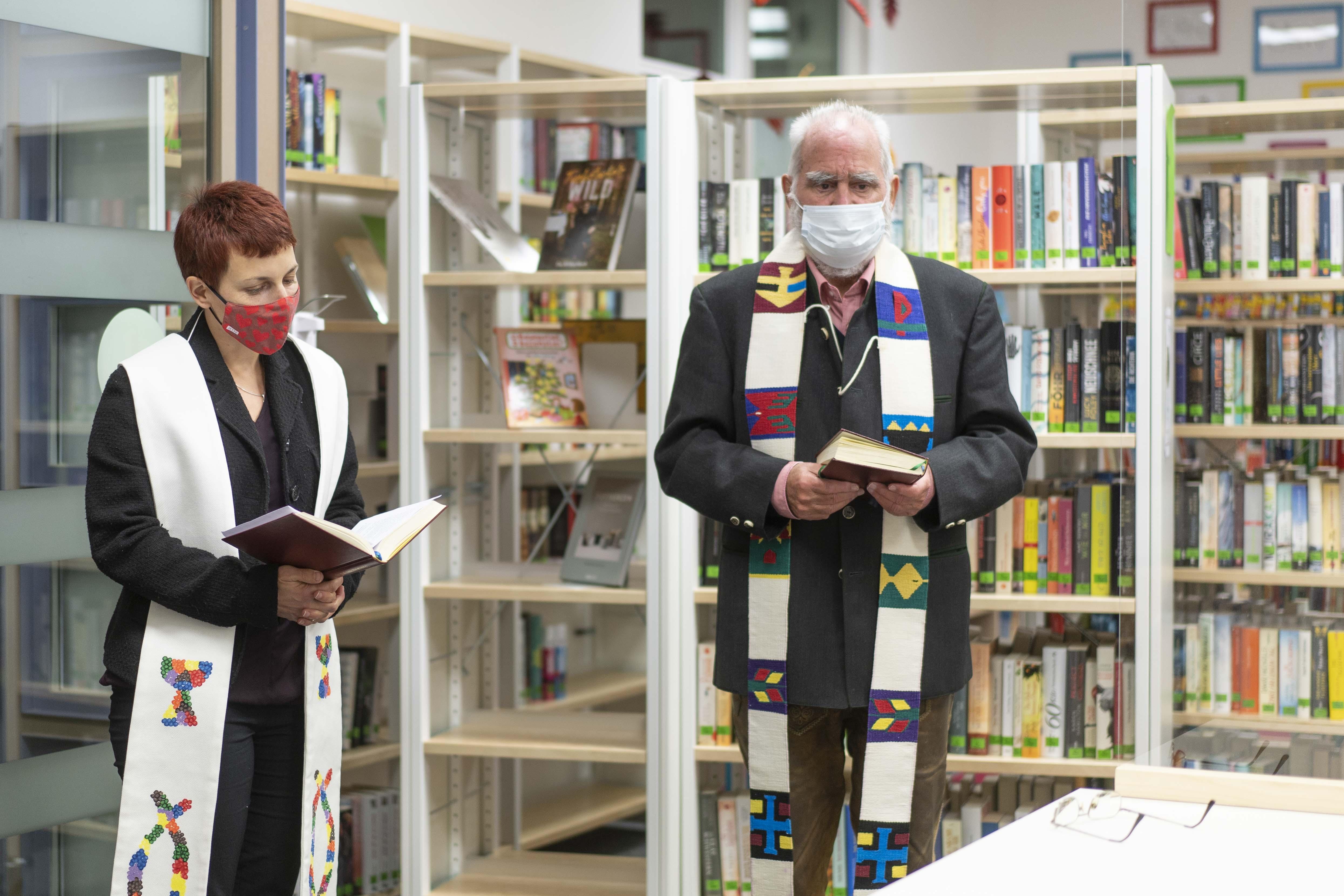 Pfarrerin Barbara Röhm, Pfarrer Helmut Enemoser (Foto: Elisa Hanusch)