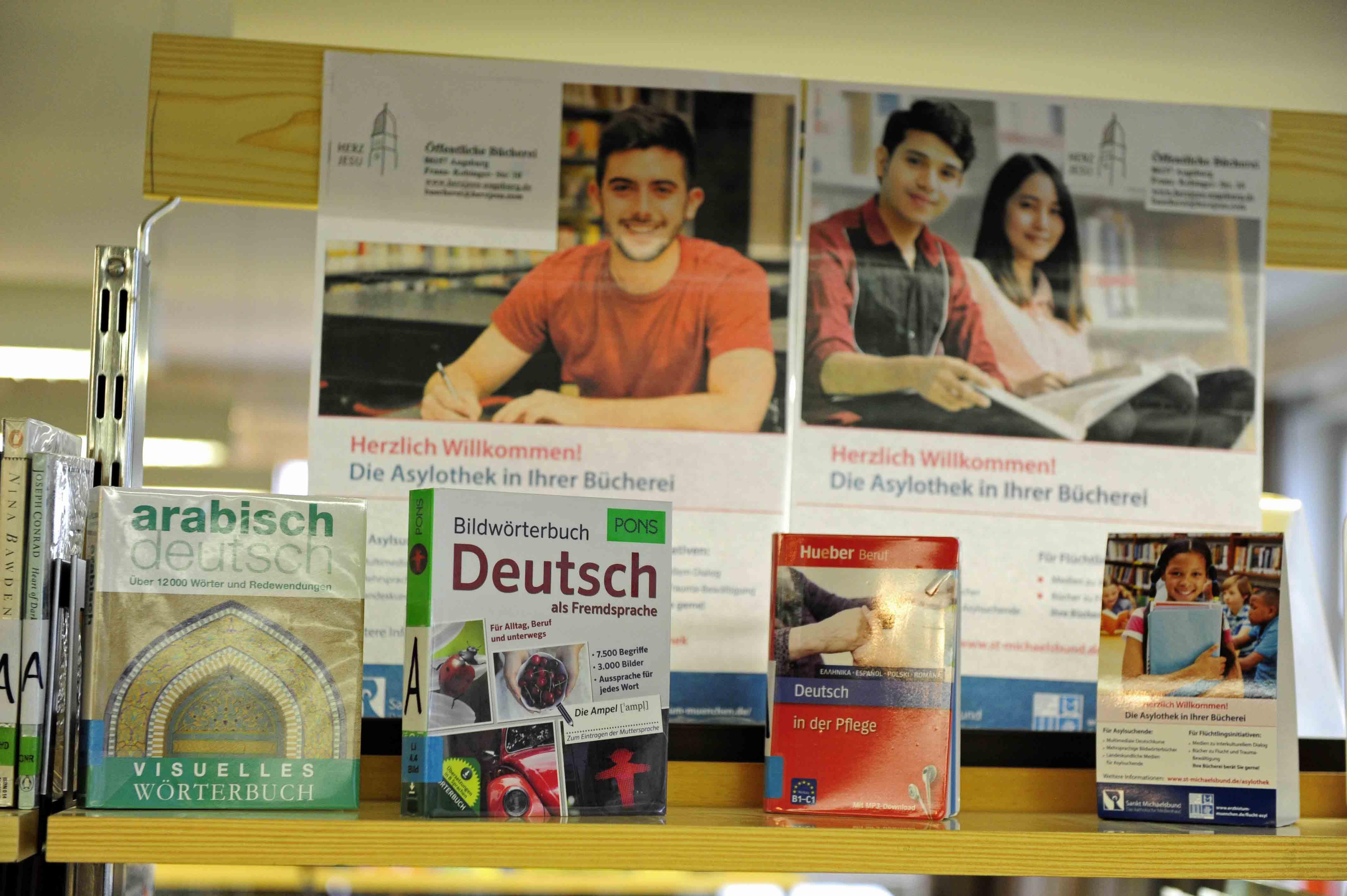 Multimediale Deutschkurse, mehrsprachige Bildwörterbücher, Literatur in der Muttersprache, Lexika und Spiele sowie CDs mit landeskundlichen Informationen über Deutschland sollen Asylsuchenden jeden Alters die Integration erleichtern.