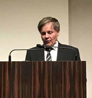 """Prof. Dr. Bertram Stubenrauch: """"Entscheidende Botschaft von Weihnachten ist die Proexistenz Gottes: Ich bin da für euch!"""" Foto: Akademisches Forum"""