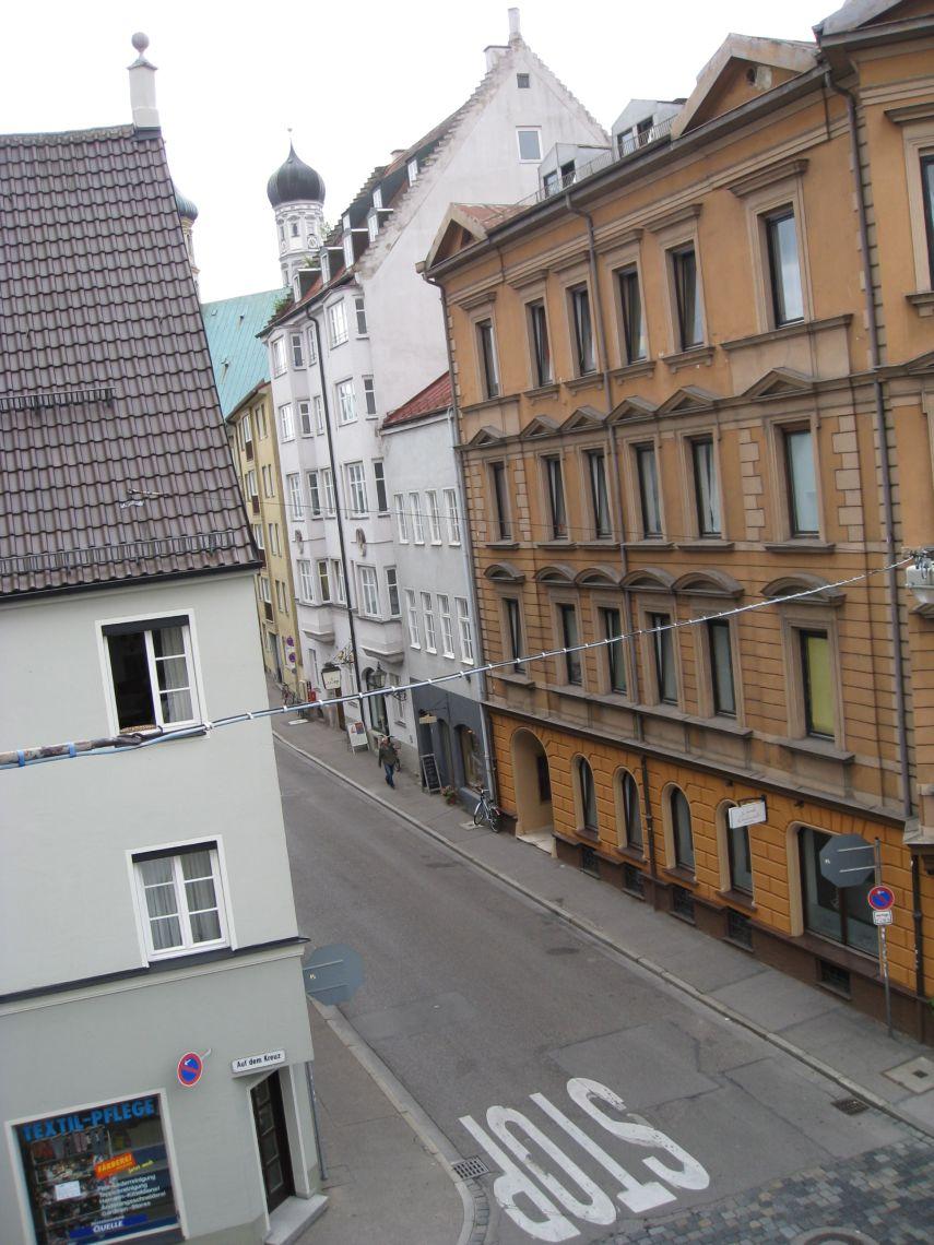 Vom Büro aus der Blick nach Süden in die Heilig-Kreuz-Straße hinein.