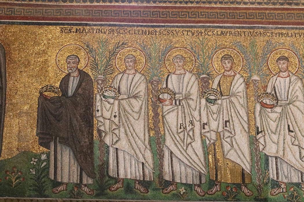 Prozession der Heiligen – Mosaik in Sant'Apollinare Nuovo in Ravenna (Foto: Dr. Peter C. Düren)