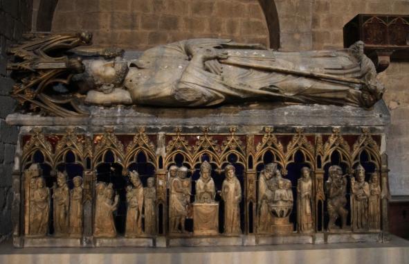 Steinsarkophag des heiligen Bischofs Narcissus in der Kirche St. Felix von Girona © Andreas Düren