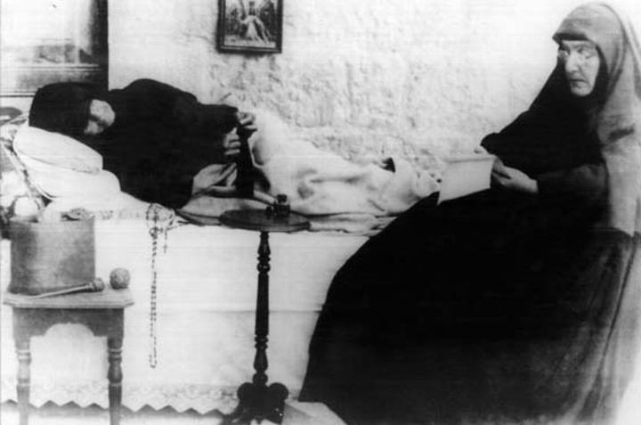 Rebekka auf dem Krankenlager kurz vor ihrem Tod