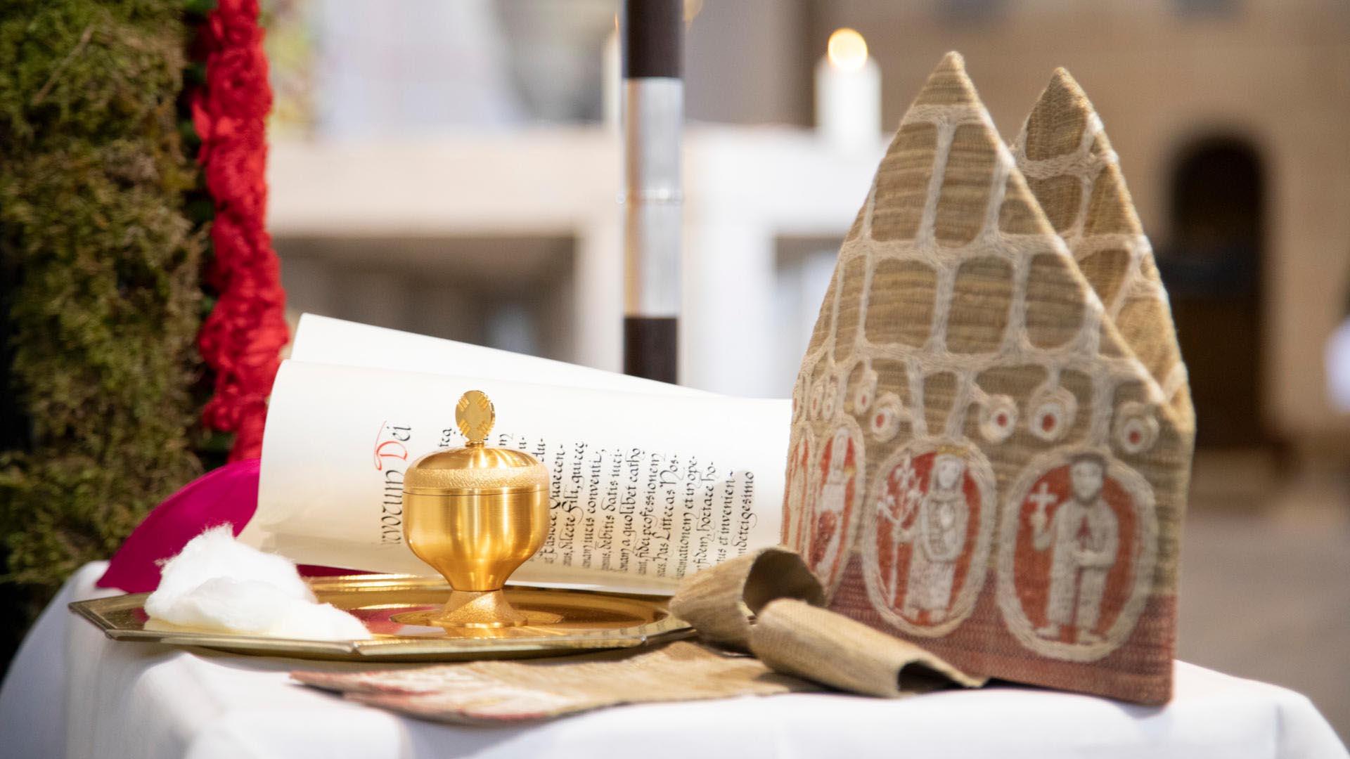 Bischof Bertram trug bei seiner Bischofsweihe eine Mitra seines Amtsvorgängers Josef Stimpfle (Foto: Anika Taiber-Groh / pba)