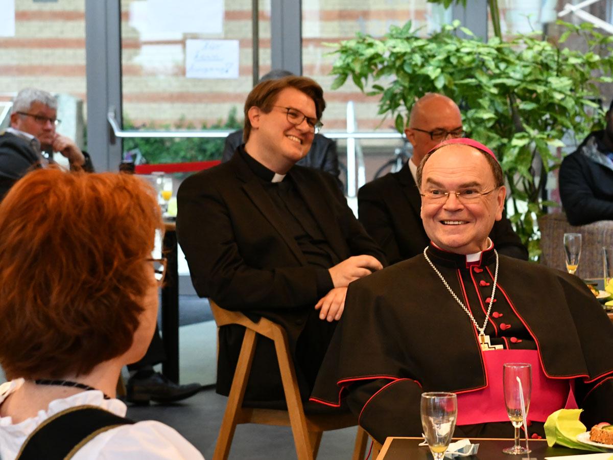 Bischof Bertram zu Besuch in Friedberg (Foto: Julian Schmidt / pba)