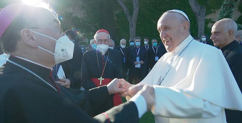 Bischof Meier und Papst beten gemeinsam