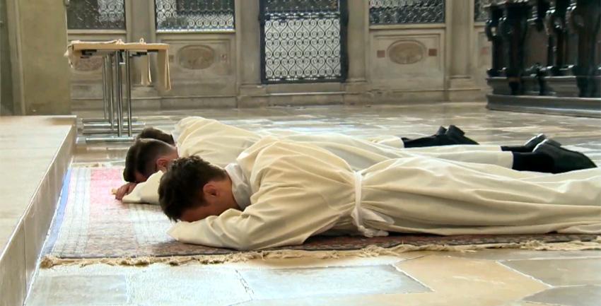 Diakonenweihe (katholisch1.tv)