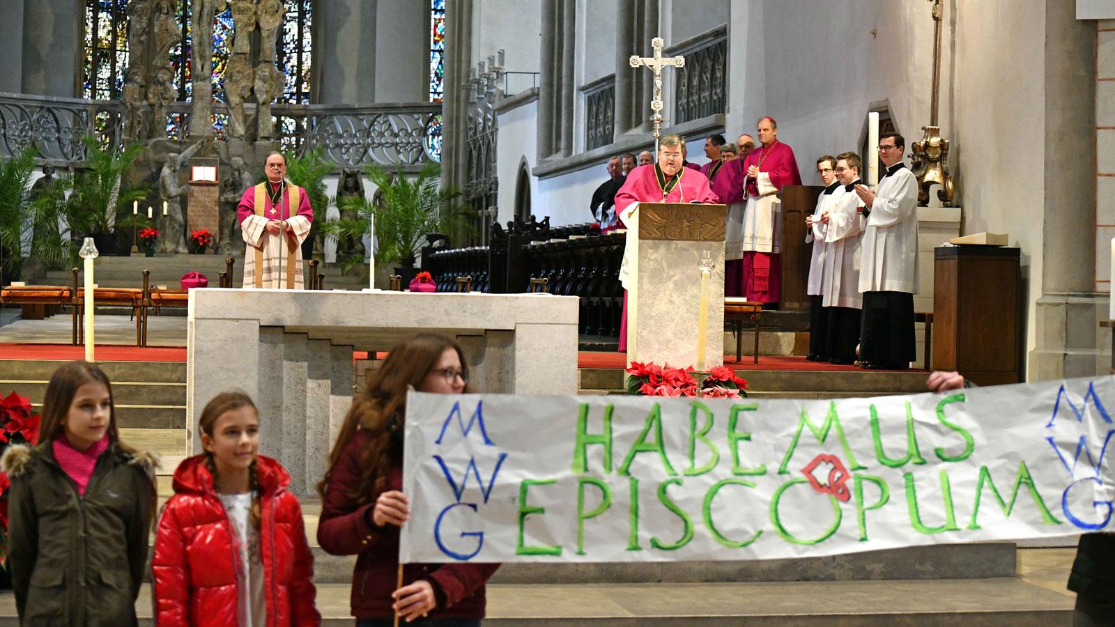 Die Bekanntgabe des neuen Bischofs von Augsburg im Hohen Dom (Foto: Nicolas Schnall / pba)