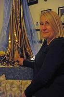 Schon seit vielen Jahren macht Maria auch bei Familie Franz Station. Die Figur wird direkt am Esstisch platziert. Foto: Maria Steber / pba.