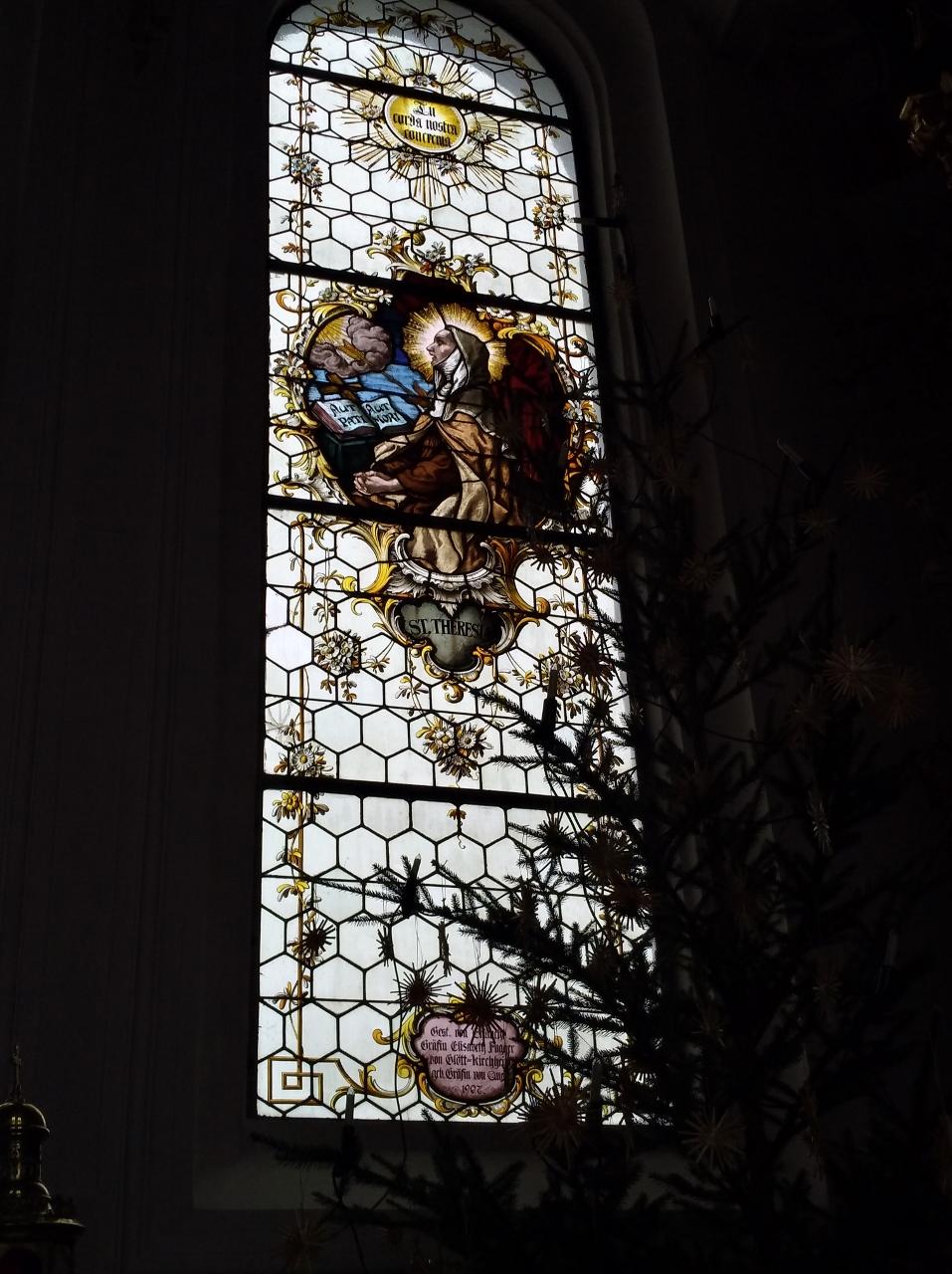 Kirchenfenster St. Nikolaus Oberndorf 2018 St. Theresia (957x1280)