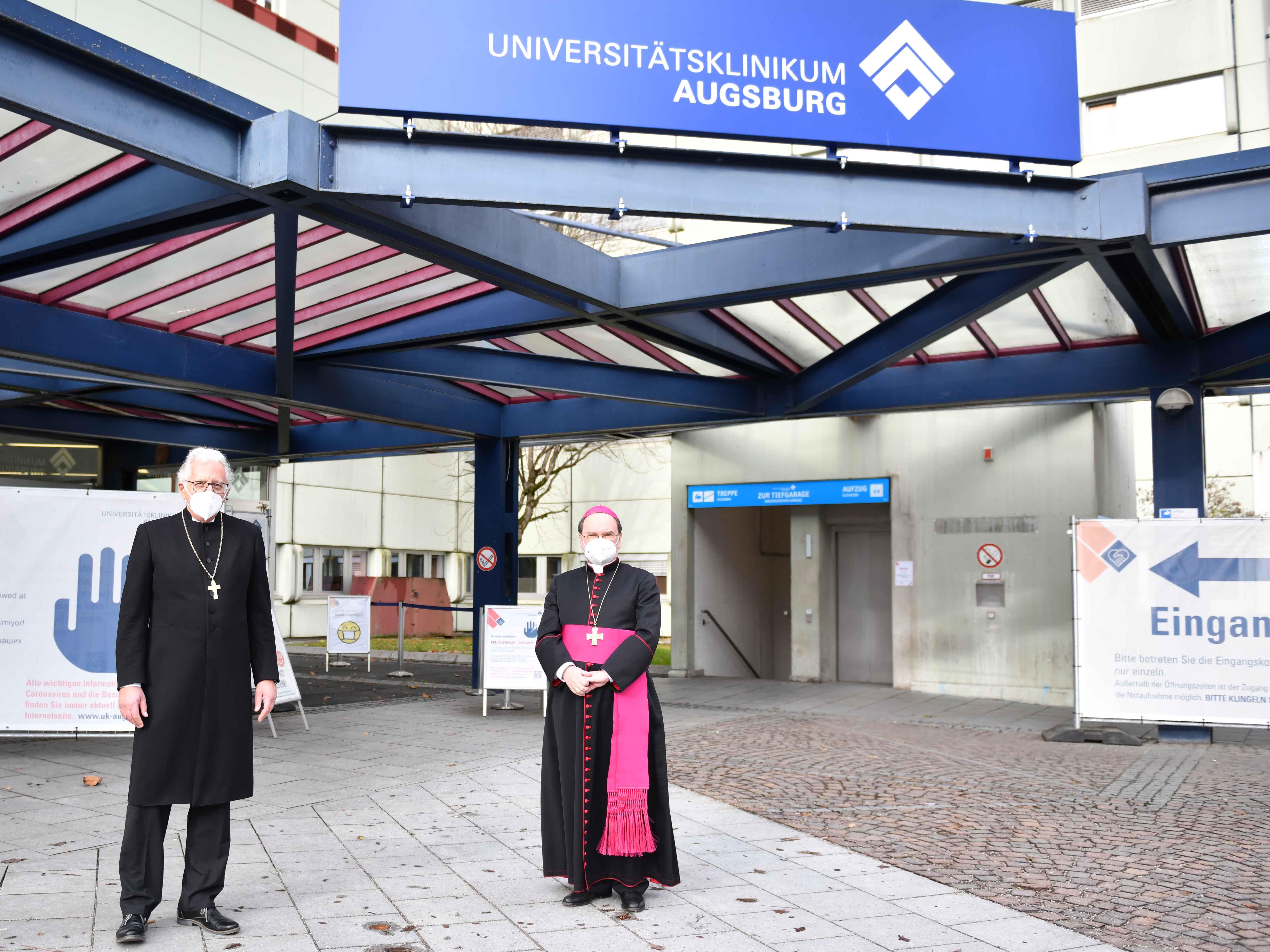 Ökumenische Weihnachtsandacht_Bischof Bertram und Regionalbischof Piper im Klinikum (Foto_Maria Steber_pba)