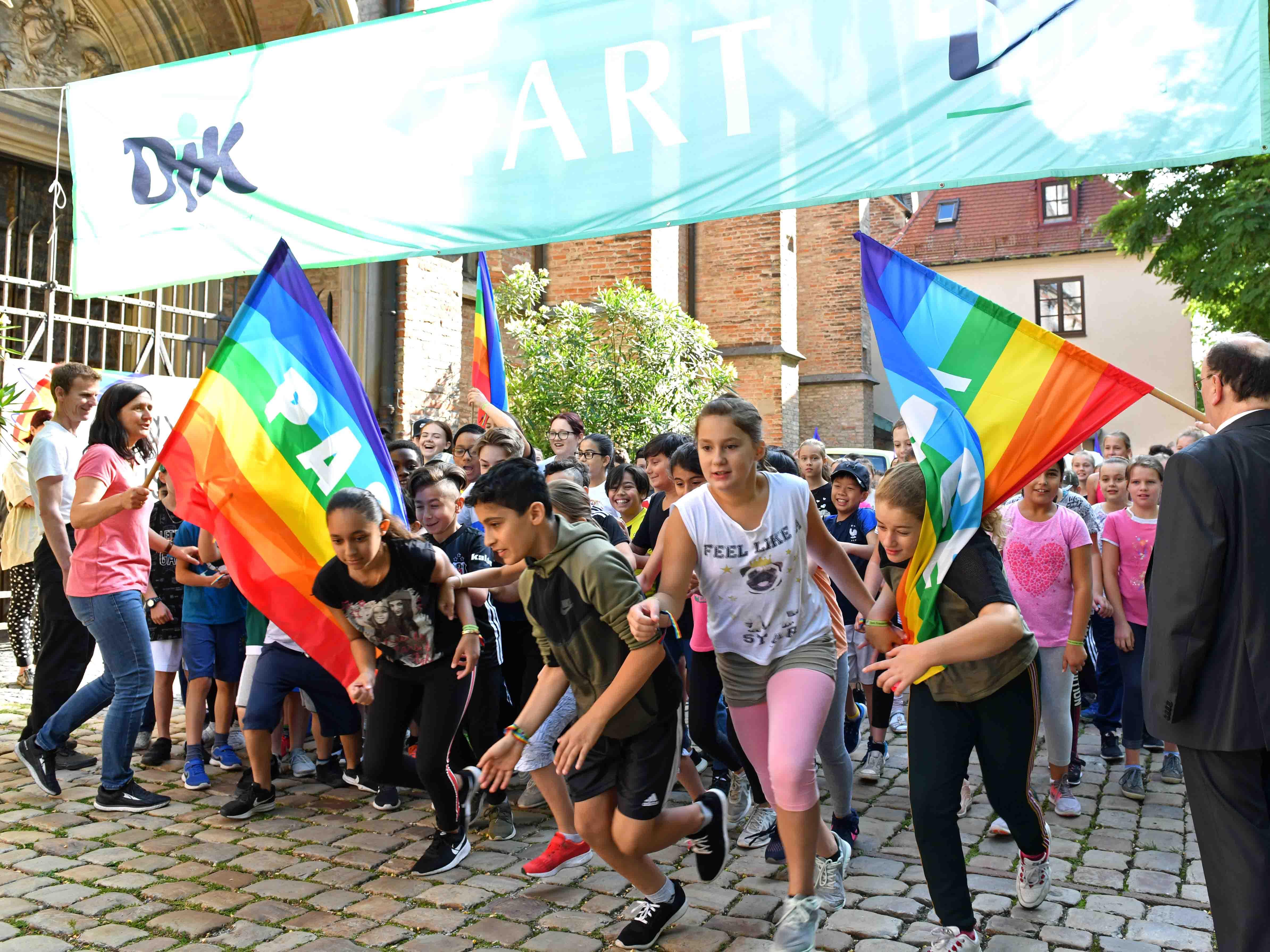 Laufen für den guten Zweck beim Interreligiösen Augsburger Friedenslauf. (Archivfoto: Nicolas Schnall / pba)
