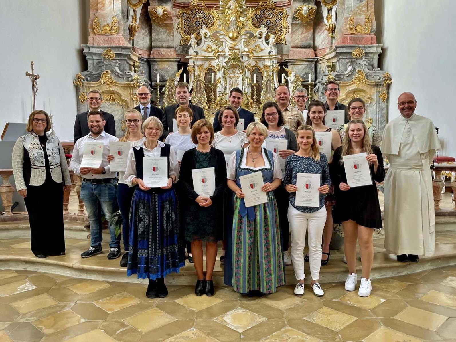 Zeugnisverleihung an die Organisten, die in den vergangenen Jahren ihren C-Kurs absolvierten. (Foto: Amt für Kirchenmusik)