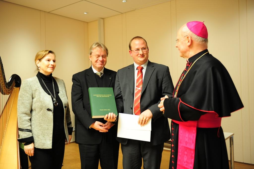 Prof. Dr. Gerda Riedl, Prof. Dr. Franz Sedlmeier, Dr. Dominik Helms, Bischof Dr. Konrad Zdarsa (von links / Fotos: Maria Steber)