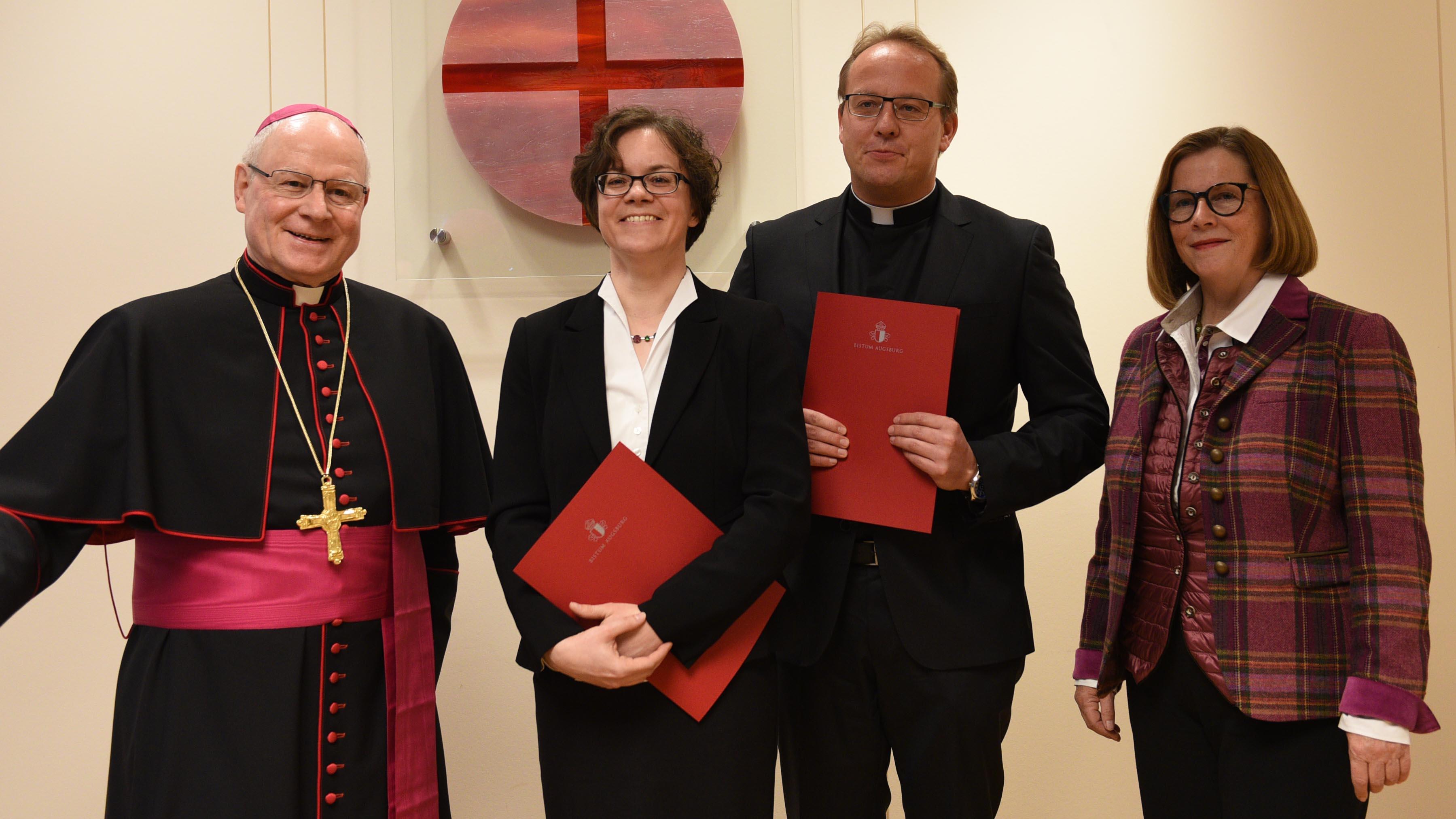 Von links: Bischof Dr. Konrad Zdarsa, Dr. Carolin Neuber, Dr. Andreas Jall, Prof. Dr. Gerda Riedl (Fotos: Maria Steber / pba).