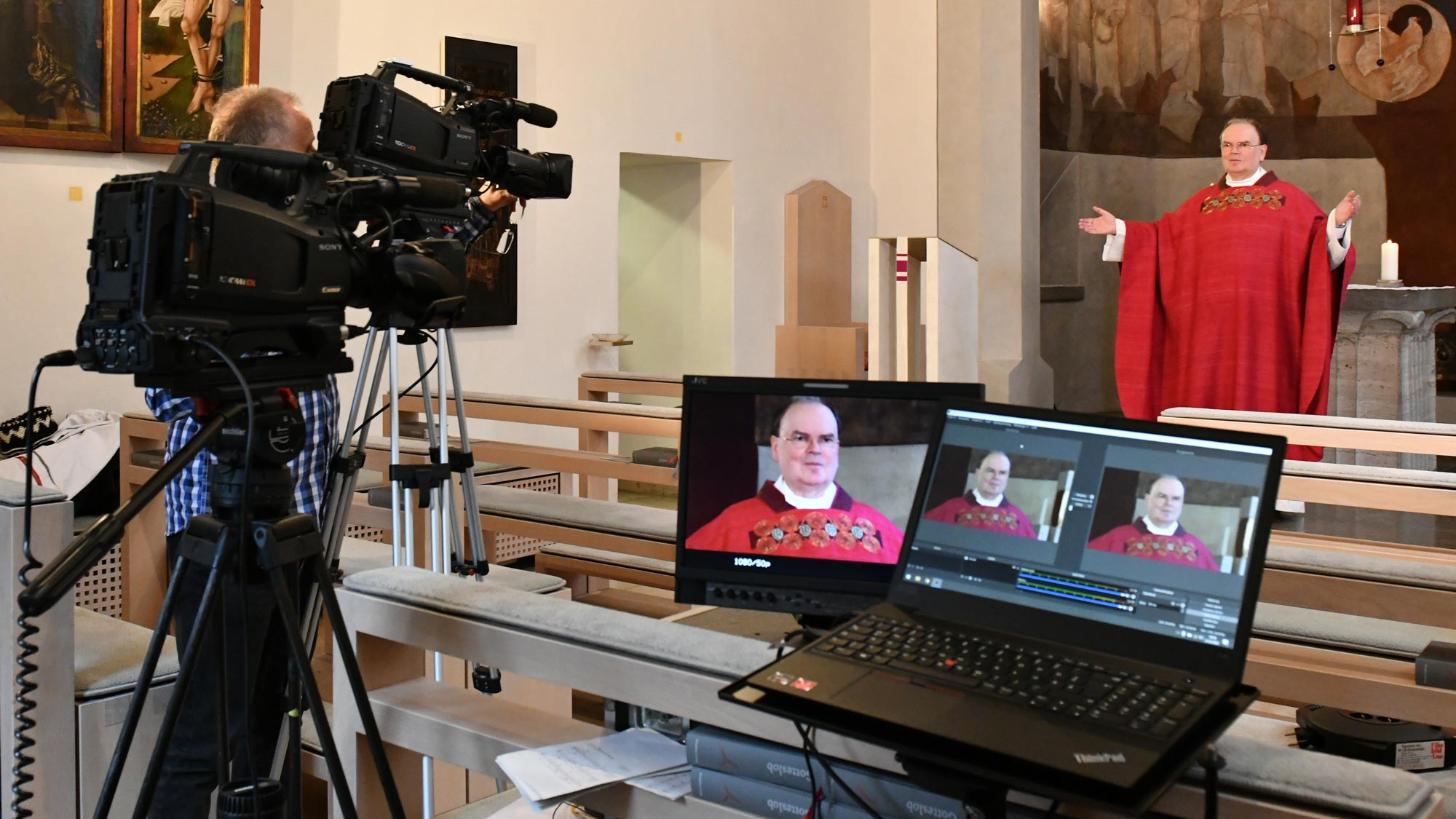 Auch der ernannte Bischof von Augsburg Dr. Bertram Meier überträgt täglich die Hl. Messe aus der Kapelle des Bischofshauses ins Internet (Foto: Daniel Jäckel / pba)