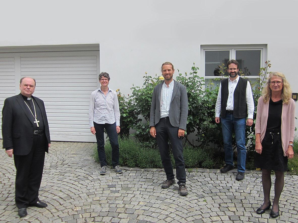 Sie nahmen an der Begegnung mit Bischof Bertram (links) teil: Gudrun Schraml, Stefan Schneid, Christian Zengerle und Gabriele Hartmann (Foto: Berufsverband der Gemeindereferenten)