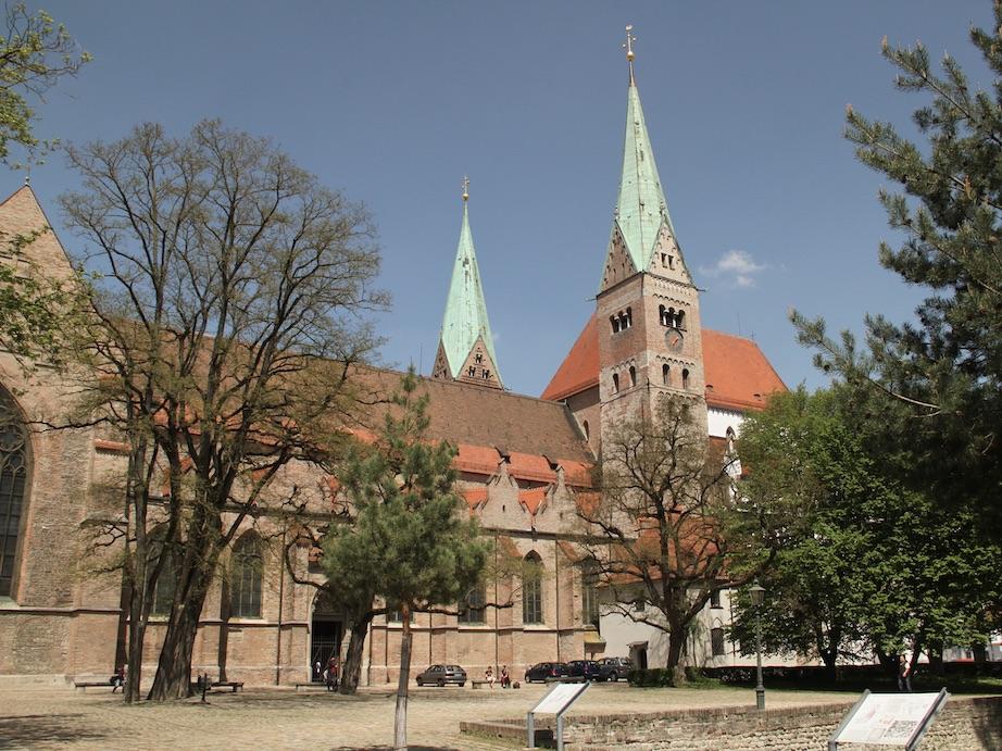 Der Hohe Dom zu Augsburg: Nicht nur dort sind vielleicht bald wieder Gottesdienste möglich. (Foto: Daniel Jäckel/pba)