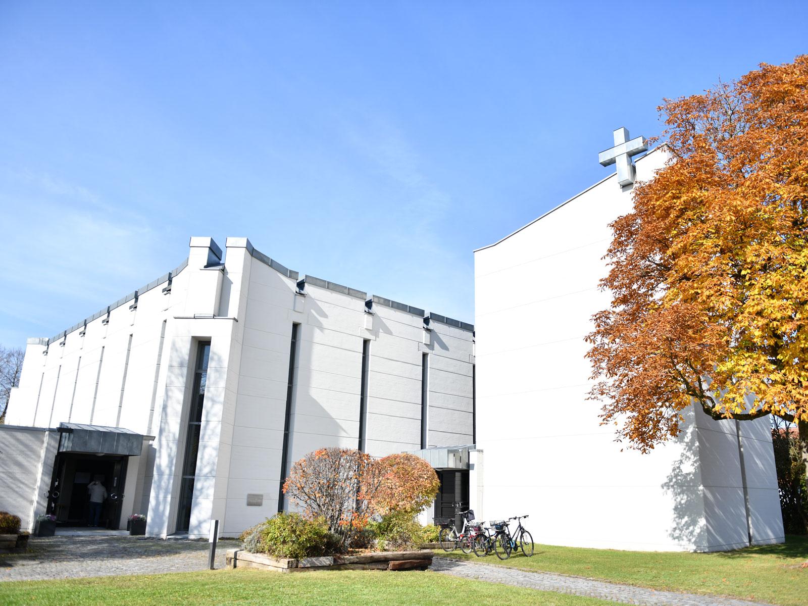 """Die Kirche """"Zum Auferstandenen Herrn"""" in Leitershofen"""