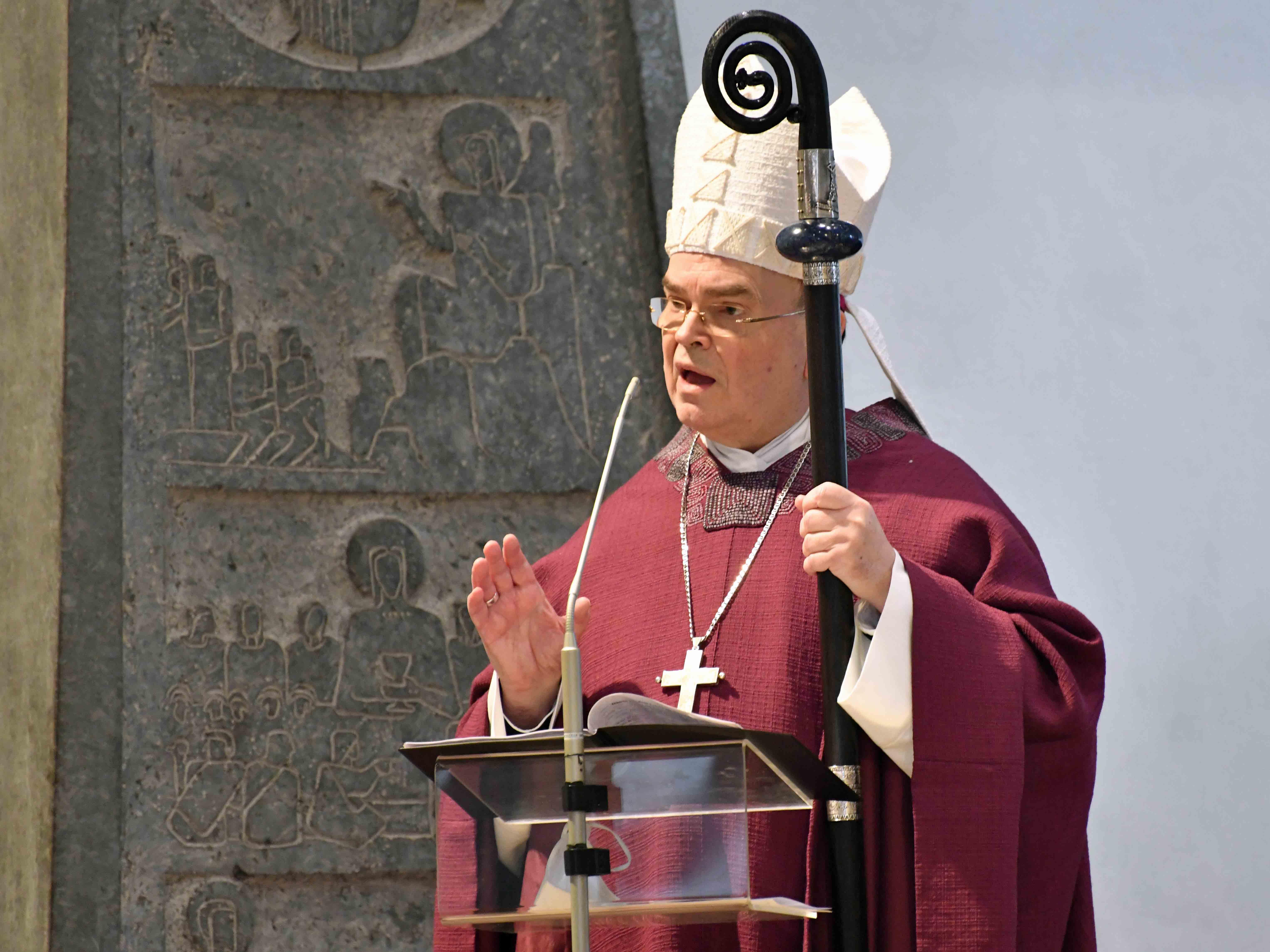 Bischof Bertram bei der Predigt. (Foto: Nicolas Schnall / pba)