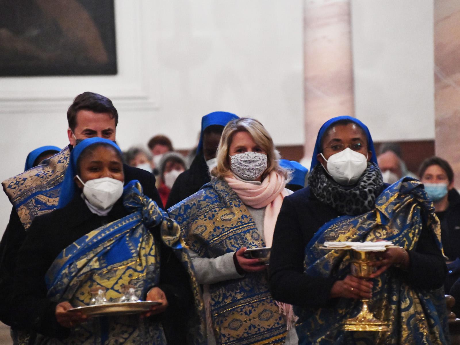 Die Gabenbereitung fand in feierlicher Prozession statt.