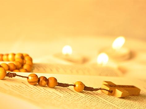 Gemeinsam Solidarität bekunden mit dem lichtreichen Rosenkranz (Foto: pixabay)