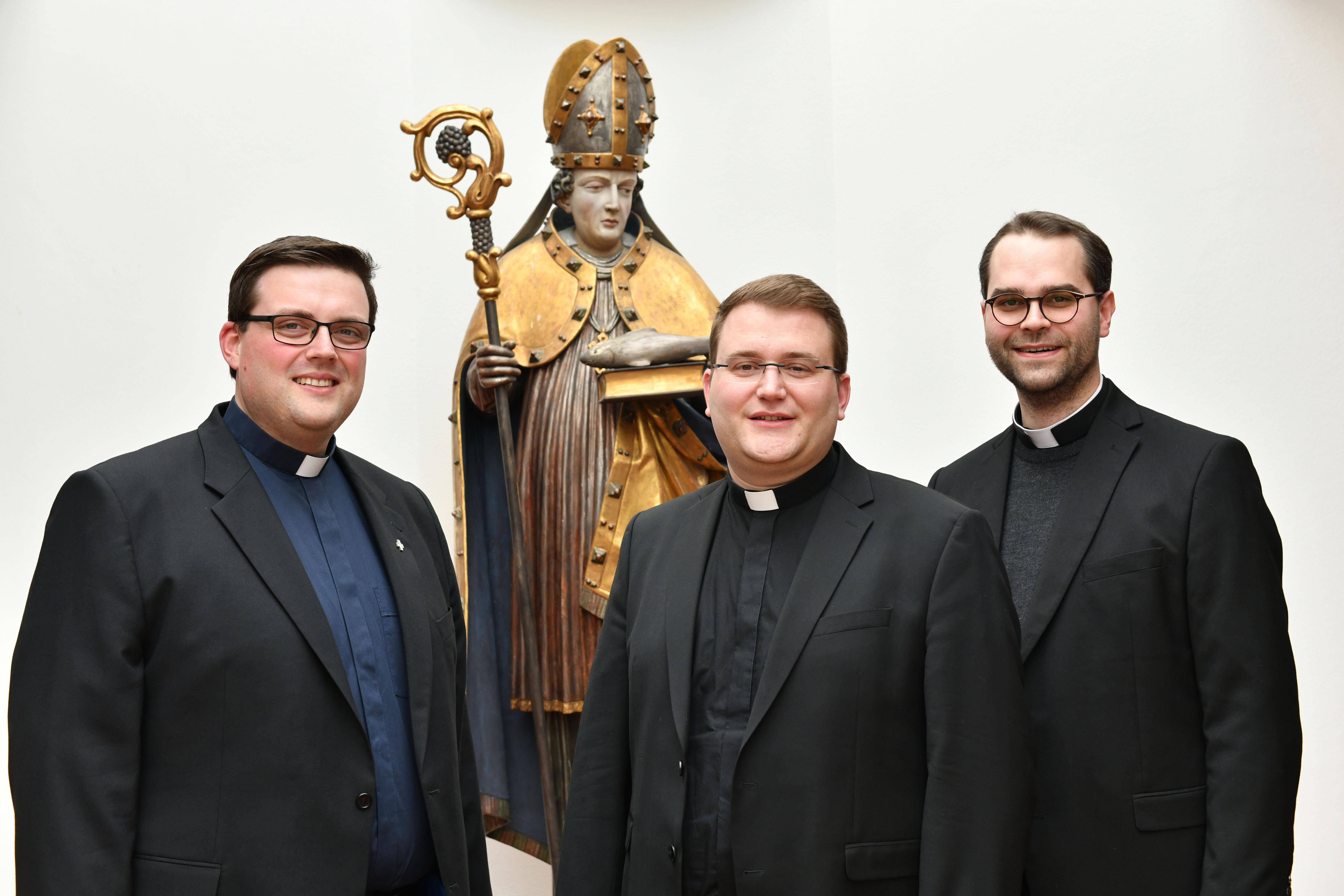 Die Diakone Florian Stadlmayr, Dominic Ehehalt und Dominik Loy (v.l.) werden am 30. Juni zu Priestern geweiht. (Fotos: Daniel Jäckel/pba)