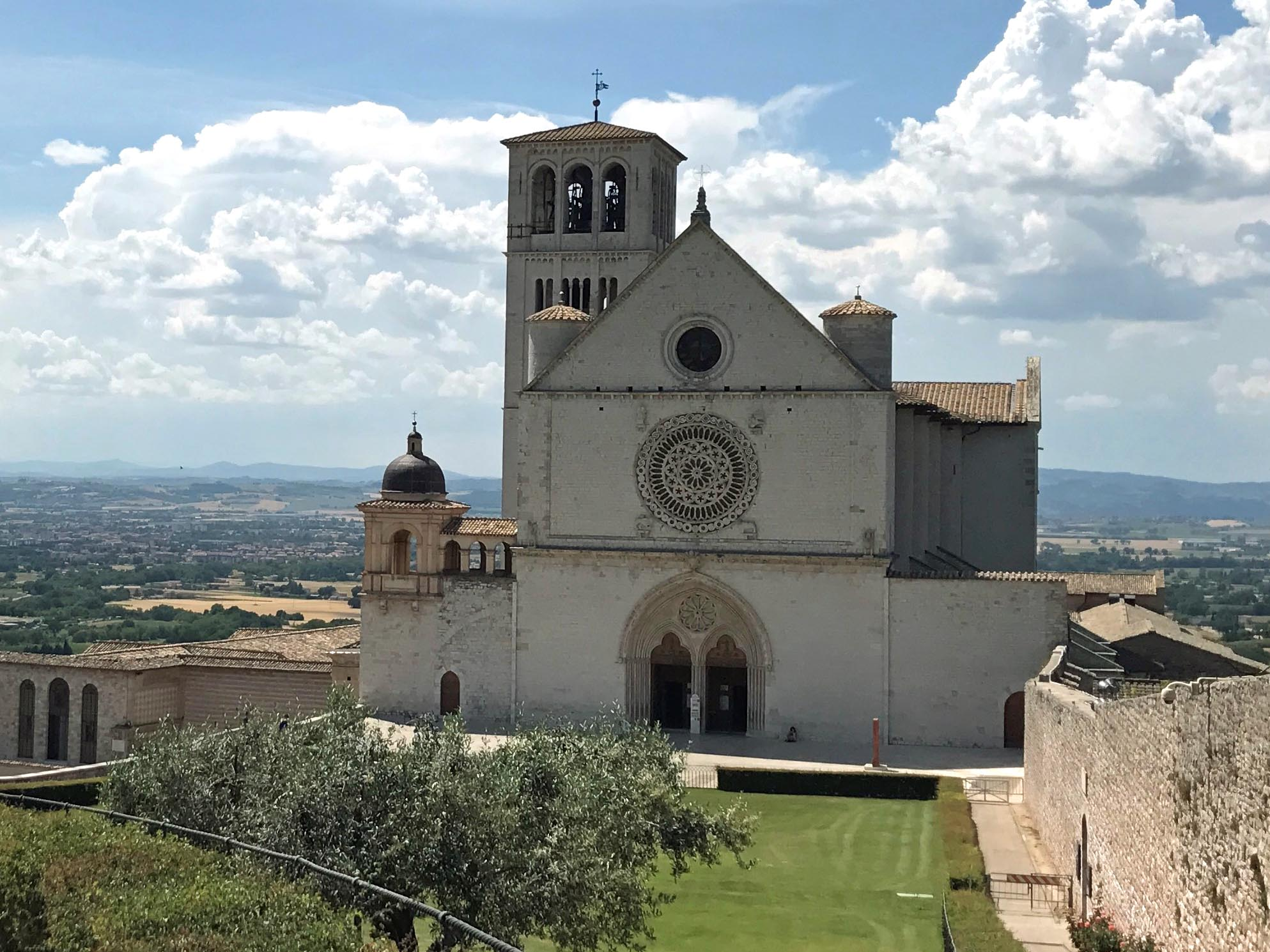 Eines der Ziele der diözesanen Familienwallfahrt 2022: die Basilika San Francesco in Assisi. (Foto: Julia Haas)