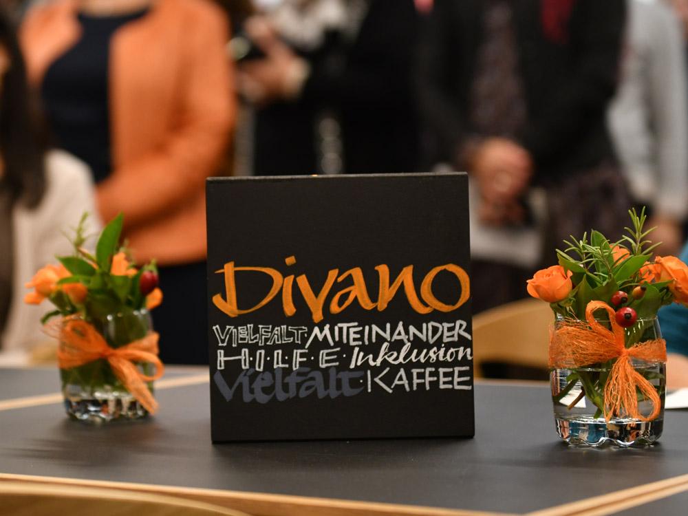 Das Divano im Friedberger Pfarrzentrum will ein Ort der Begegnung für alle Menschen sein (Foto: Julian Schmidt / pba)