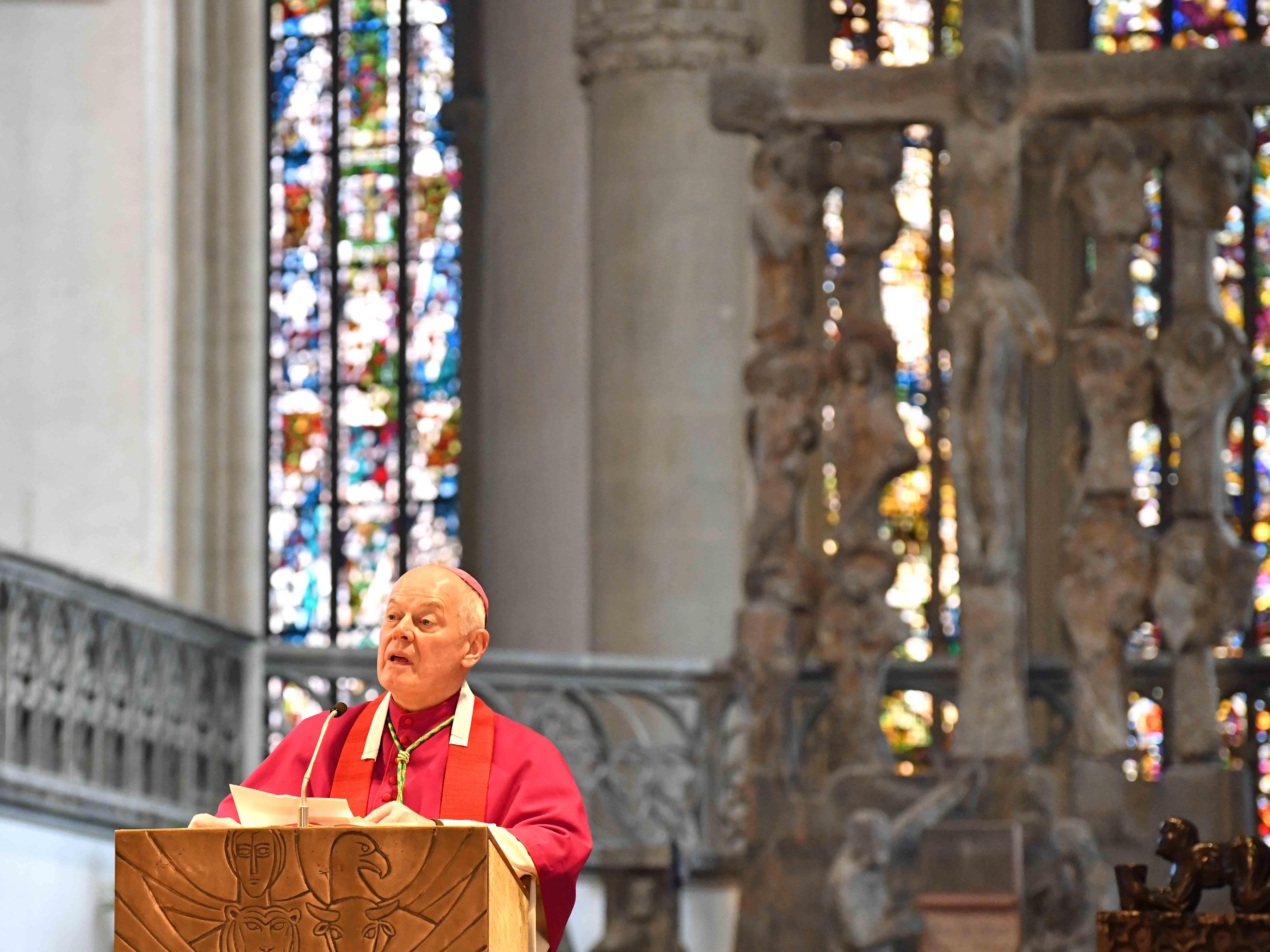 Weihbischof Dr. Dr. Anton Losinger bei der Predigt. (Fotos: Nicolas Schnall / pba)