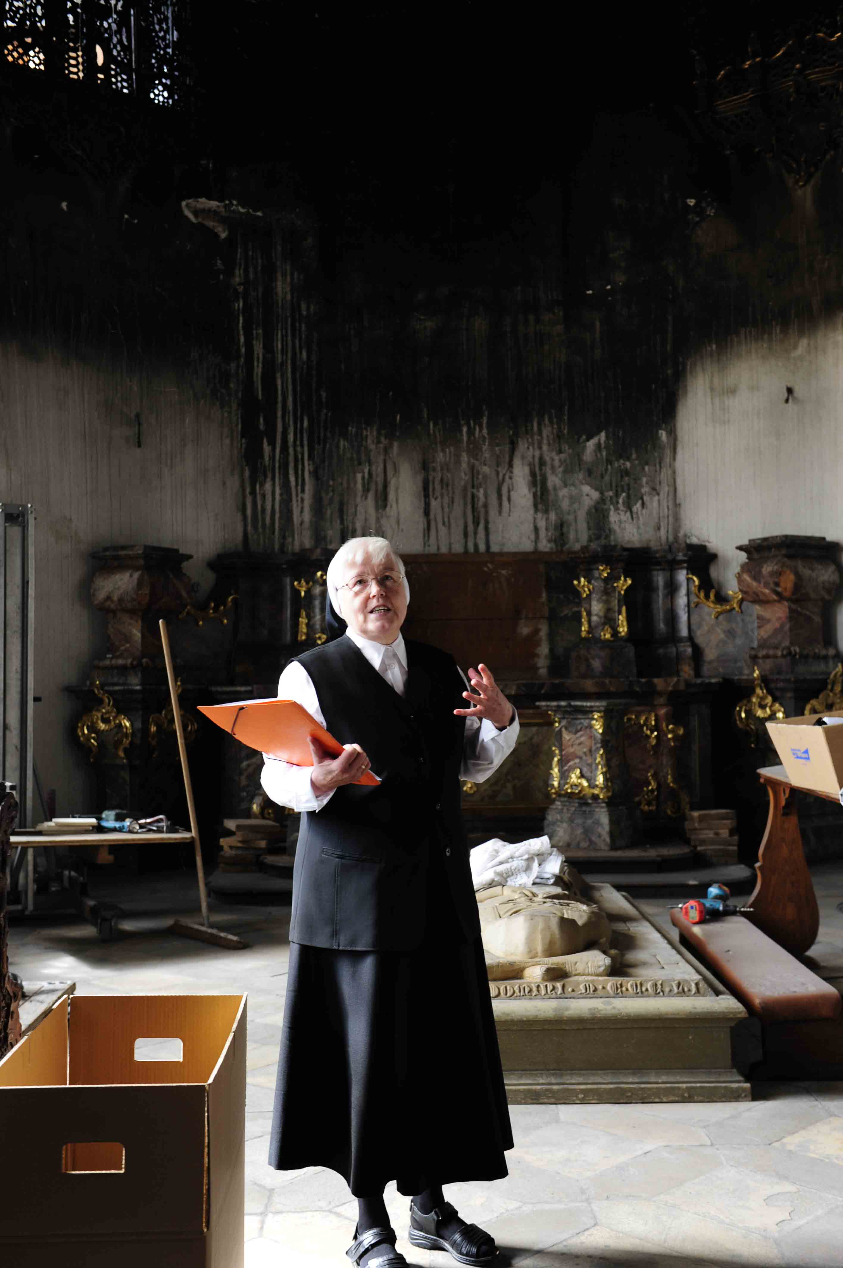 Schwester Edith äußert sich sichtlich betroffen. Foto: Maria Steber /pba.