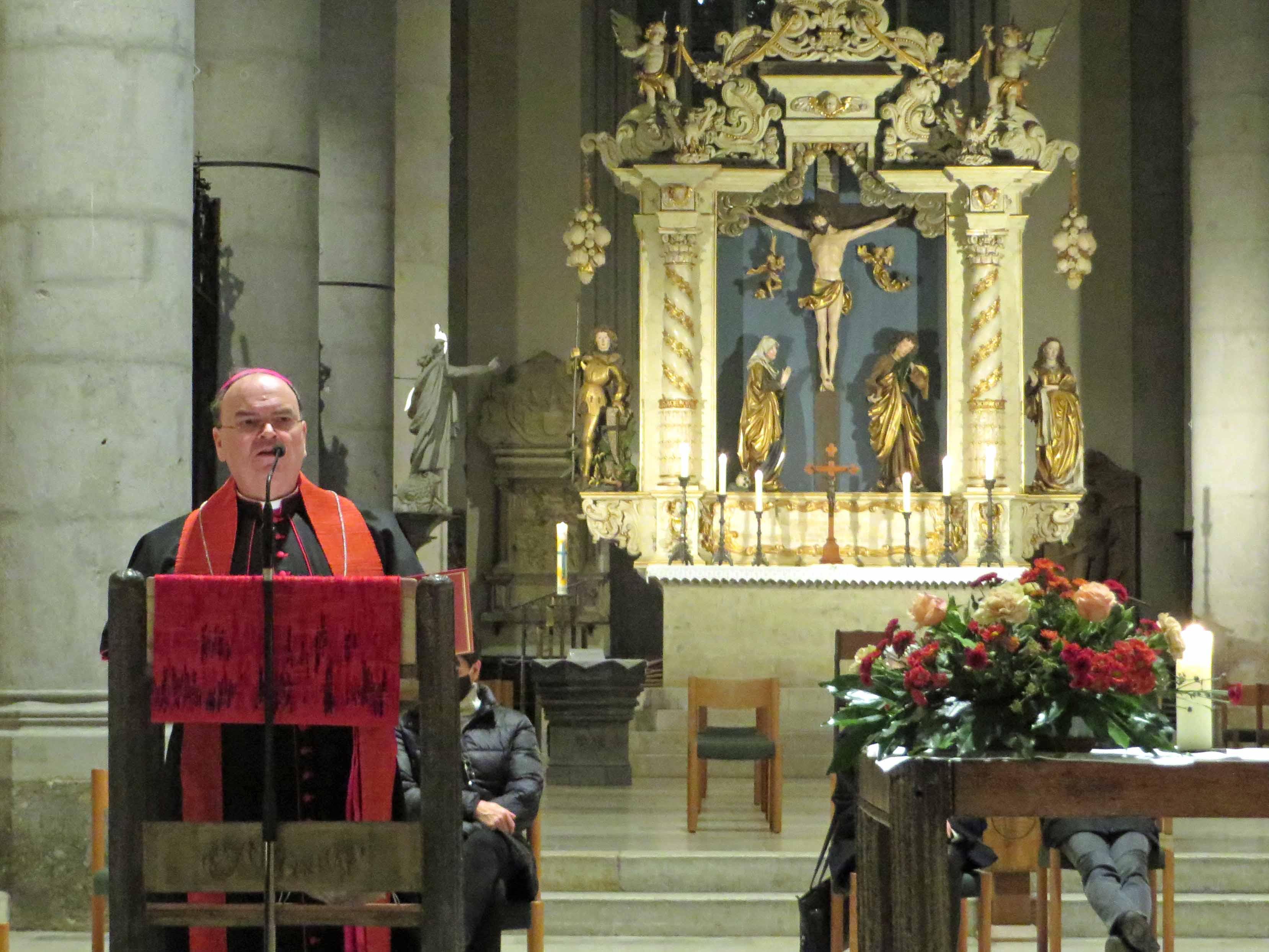 Bischof Bertram predigt in der evangelischen Kirche St. Georg in Nördlingen. (Fotos: Viktoria Zäch / pba)