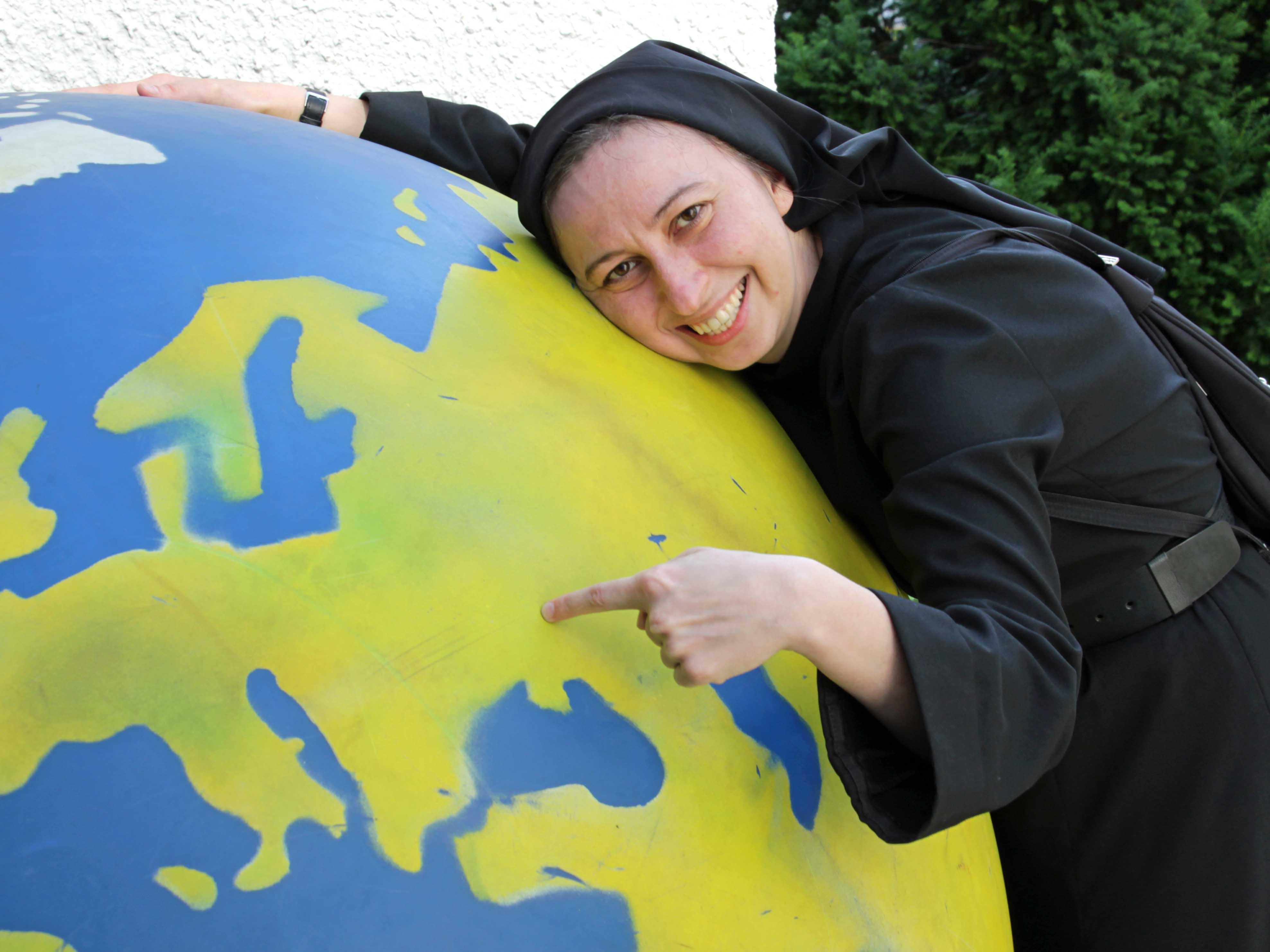 Die Ordensschwester aus der Ukraine zeigt, wo Hilfe akut gebraucht wird und auch ankommt. (Foto: Abteilung Weltkirche)