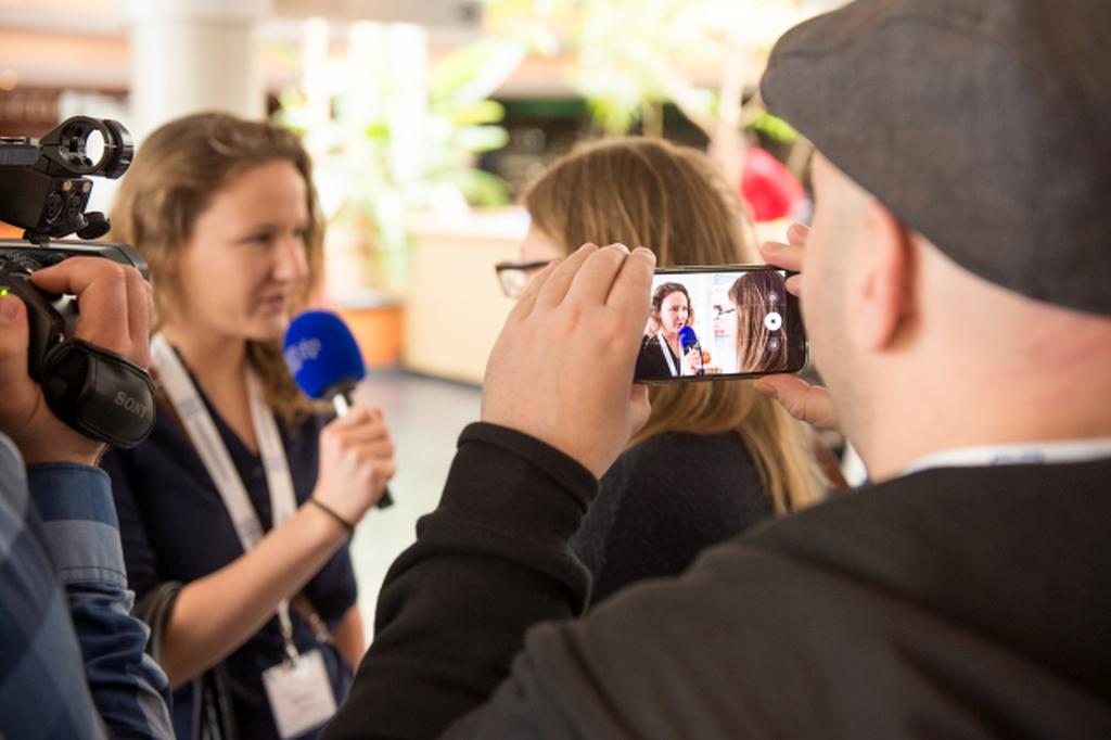 Volontariat beim ifp: Das journalistische Handwerkszeug vermittelt bekommen. (Foto: Alberternst / ifp)