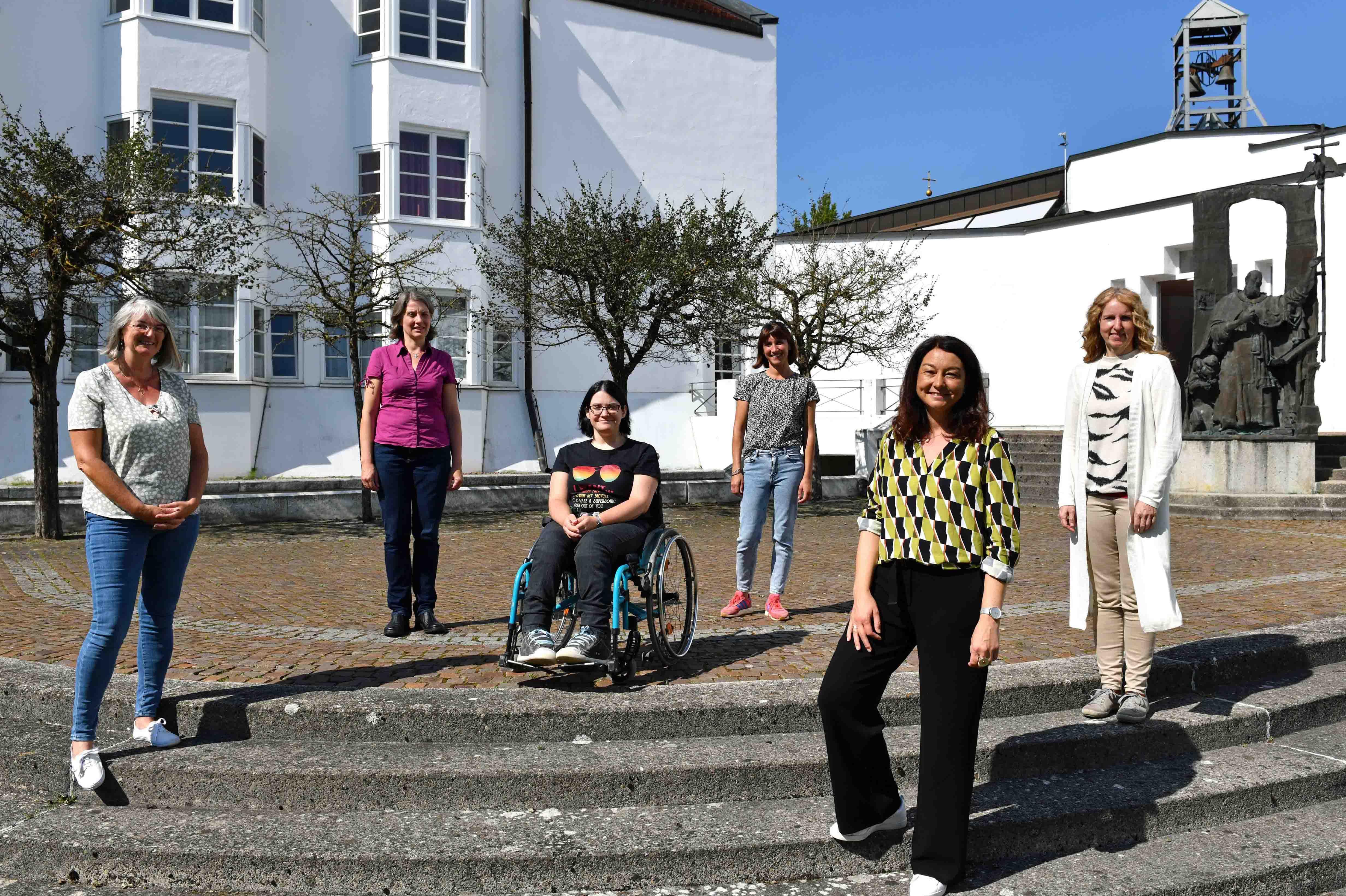 Als Pfarrhelferinnen tätig (v.l.): Sabine Walser, Sabrina Tiedtke, Agnes Mathy, Christine Schneider, Doris Herger, Gabriele Demuth.