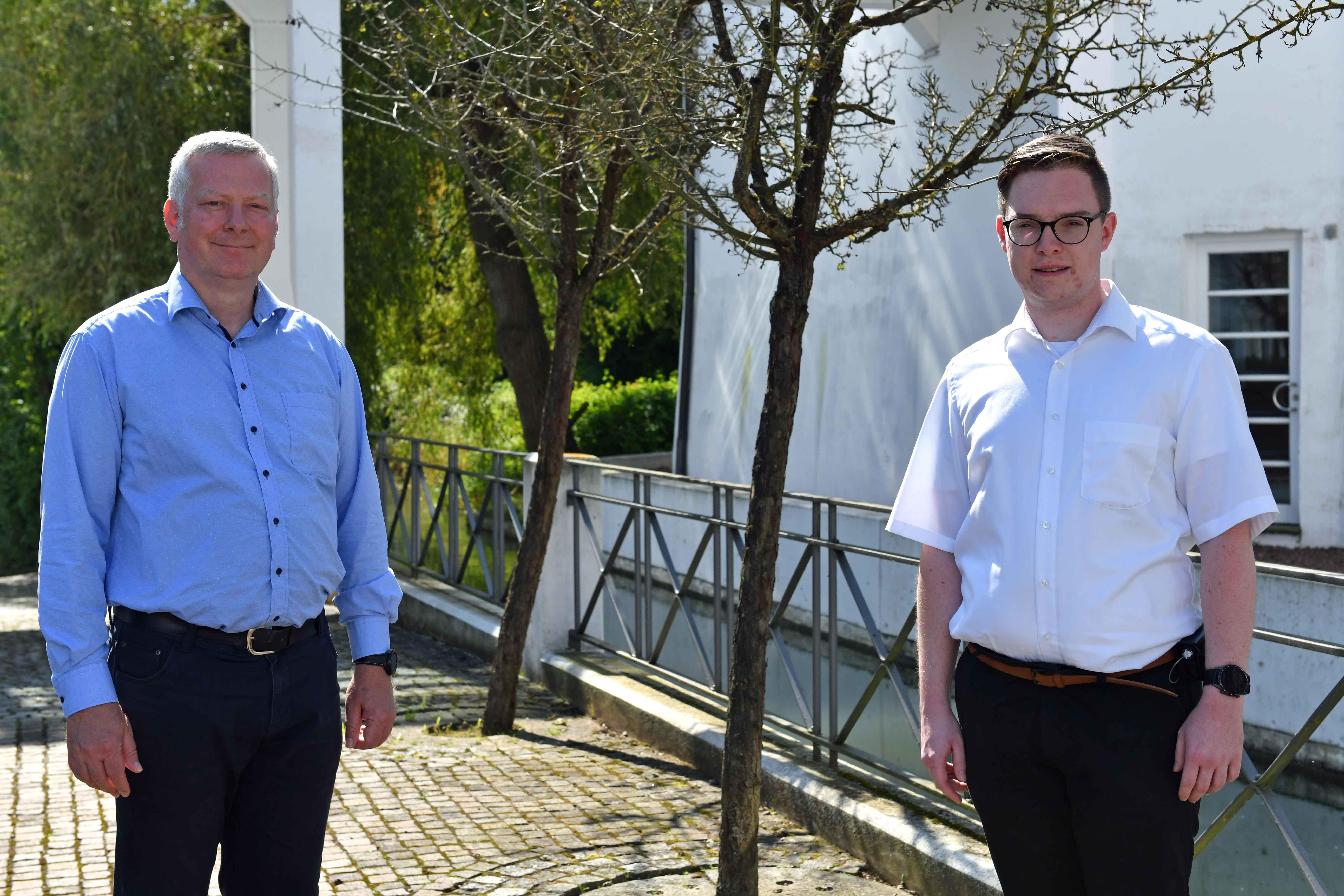 Die beiden Pastoralpraktikanten Herbert Kramert und Philipp Fröhling auf dem Weg zu Diakonen- und Priesterweihe.
