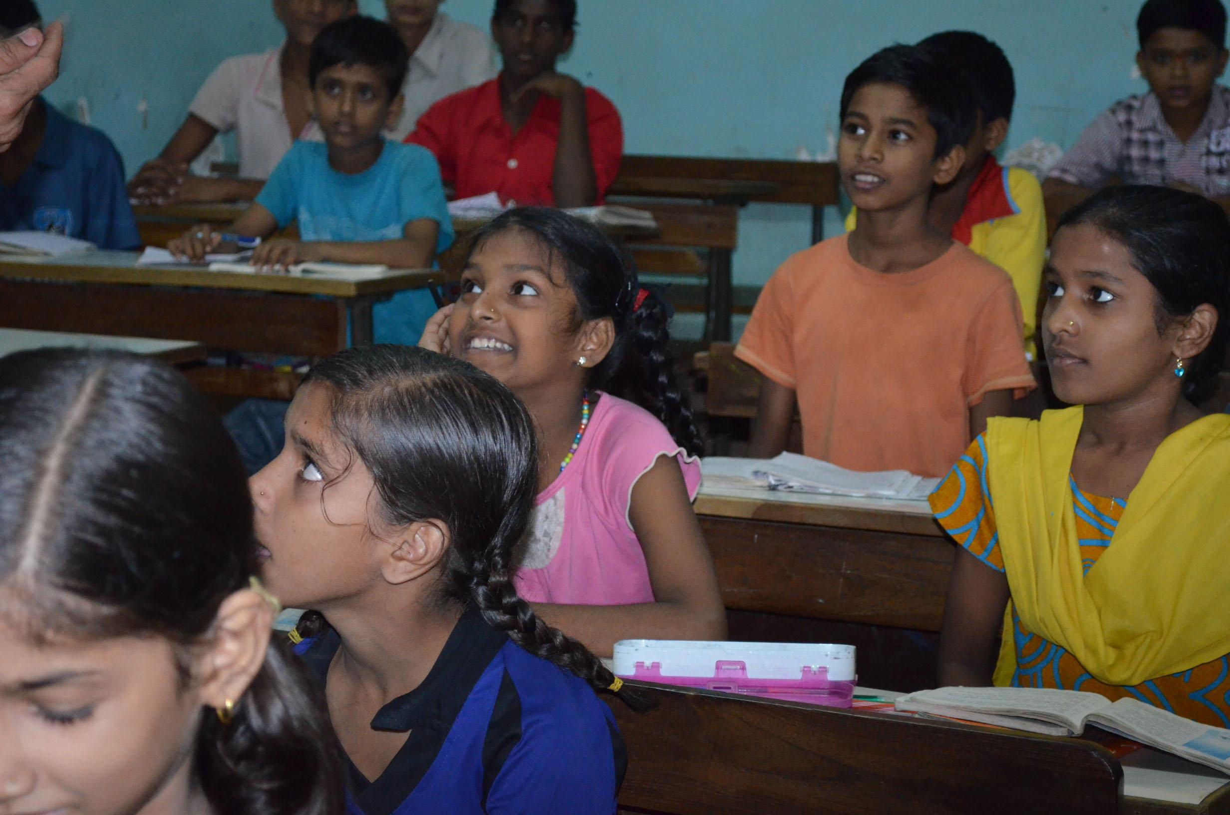 Jeder kann Sankt Martin sein: Kinder starten Kleiderteilaktion für Indien